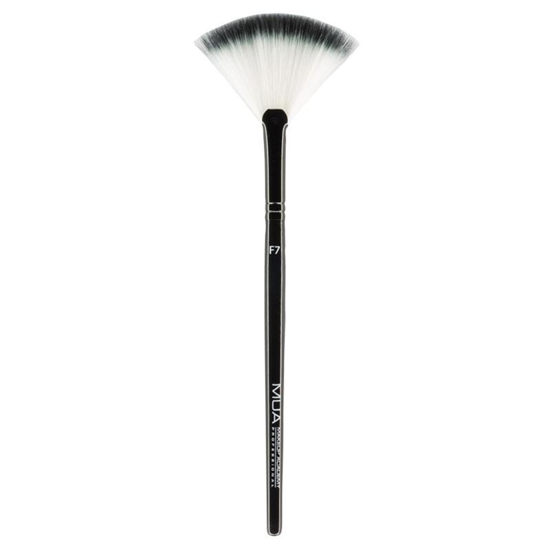 MUA Makeup Academy Small Fan Brush F7